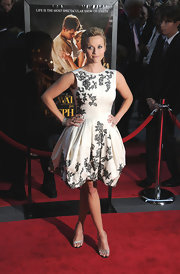 Reese Witherspoon teamed her stunning white and black dress with Anna strass crystal black satin sandals.