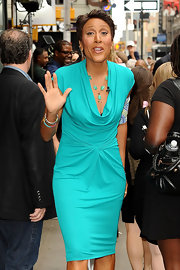 Robin Roberts looked oh-so-chic on 'Good Morning America' in her aqua cowl-neck dress.