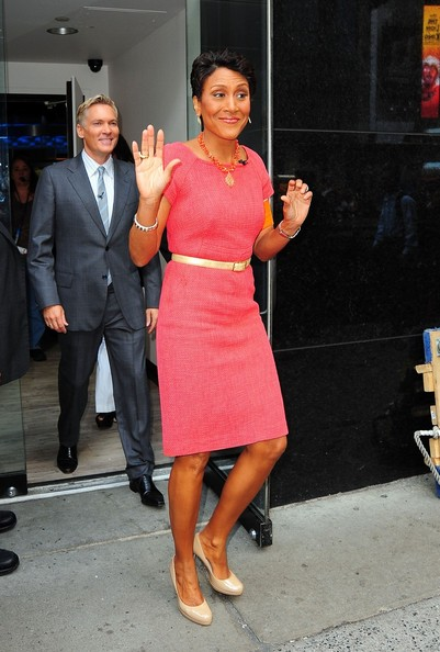 Robin Roberts went for a simple classic look with a pink day dress and nude pumps.