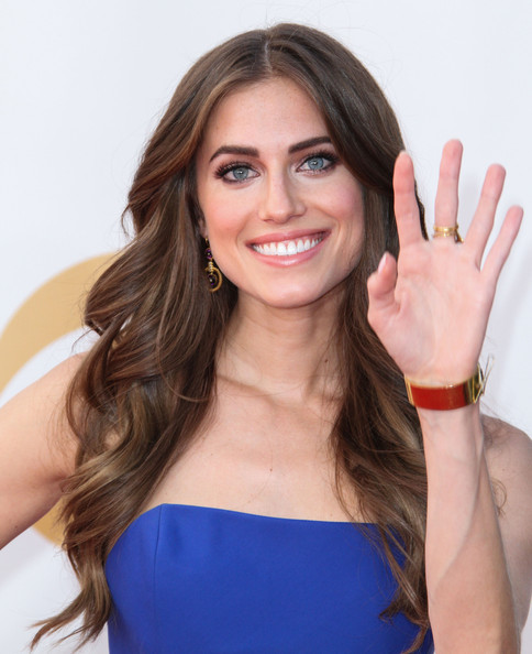 More Pics of Allison Williams Pink Lipstick (1 of 6) - Pink Lipstick Lookbook - StyleBistro