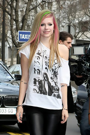 Avril exemplifies rocker in an off-the-shoulder graphic tee and color streaked hair.