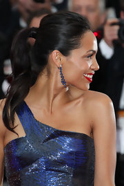 Rosario Dawson polished off her stunning look with a sleek ponytail fastened with secure bobby pins.