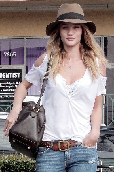 More Pics of Rosie Huntington-Whiteley Wide Brimmed Hat (1 of 12) - Rosie Huntington-Whiteley Lookbook - StyleBistro