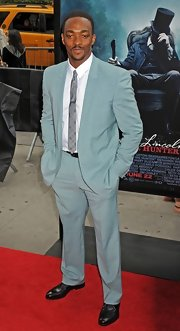 Anthony Mackie looked ultra-smooth in this light turquoise suit.