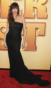 Paz de la Huerta wore a black strapless evening dress with a long train for the 'Tower Heist' premiere.