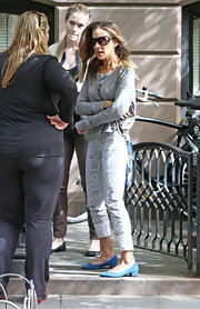 Sarah Jessica Parker dressed down her look with a gray long-sleeve tee.
