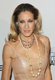 Leave it to SJP to throw in one surprise element. At the New York City Ballet gala, the fun came in the form of this painted ivory bead necklace from the 1920s.