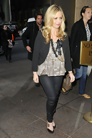 Sarah Michelle Gellar added structure to a loose tank with a cropped black blazer.