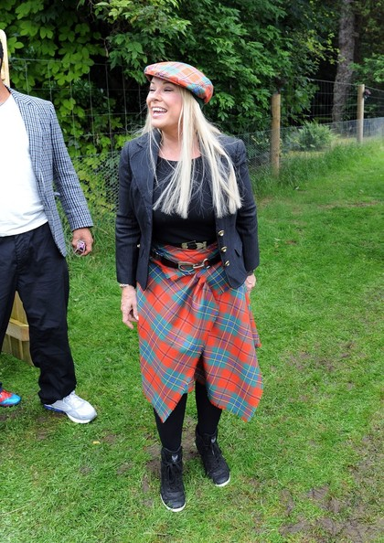 More Pics of Pamela Stephenson Knee Length Skirt (1 of 12) - Pamela Stephenson Lookbook - StyleBistro