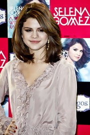 Selena Gomez showed off a sleek layered cut while walking the red carpet at the launch of her new album.