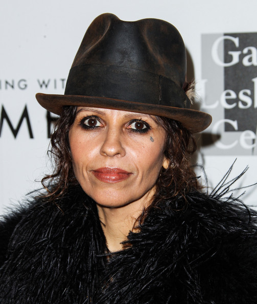 Linda Perry sported heavy eye makeup when she attended the Evening with Women gala.