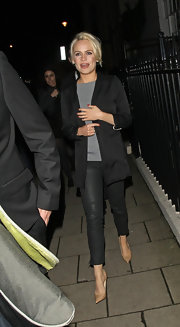 Duffy sizzled in a pair of tight leather cropped pants.