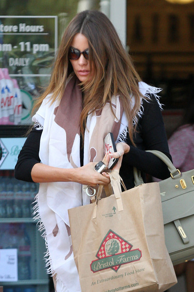 More Pics of Sofia Vergara Flare Jeans (1 of 12) - Sofia Vergara Lookbook - StyleBistro