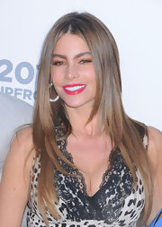 A bronze eyeshadow topped off Sofia Vergara's beauty look at the USA Upfront event in NYC.