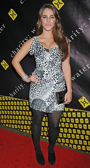 Jessica Lowndes accessorized her curve-enhancing print dress with a sleek black leather clutch at the Charity Ball.