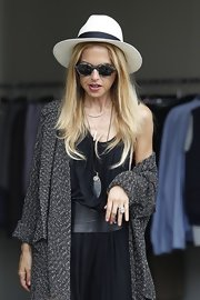 Rachel's wide-brimmed hat was a sleek way to addition to her otherwise slouchy attire.