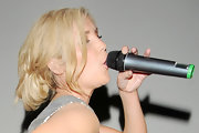 Heidi Range tied her locks in a messy updo during a performance at the Bloomsbury Ballroom.
