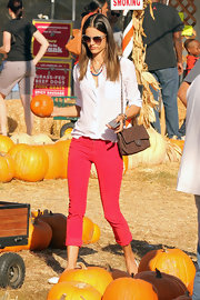 Alessandra Ambrosio was right on trend in a pair of cuffed skinny jeans and a loose white blouse while out at the pumpkin patch.