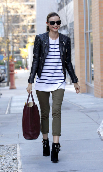 http://www4.pictures.stylebistro.com/pc/Supermodel+Miranda+Kerr+smiles+walks+friends+L4lG2dKfIPcl.jpg