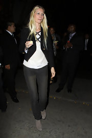 Kirsty Hume was on-trend in a pair of gray ankle boots. She donned the trendy footwear with black skinny jeans and a blazer.