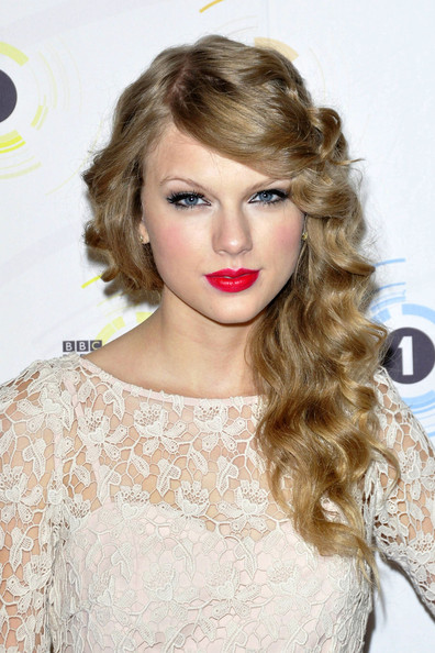 how to make taylor swift curls. Taylor Swift Hair