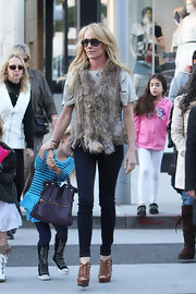 Taylor Armstrong showcased her slender legs in a pair of dark wash skinny jeans.