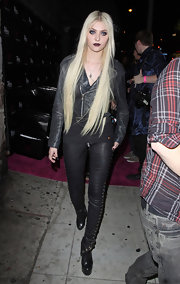 Taylor Momsen looked surprisingly covered up a the Viper room in black leather lace-up pants.