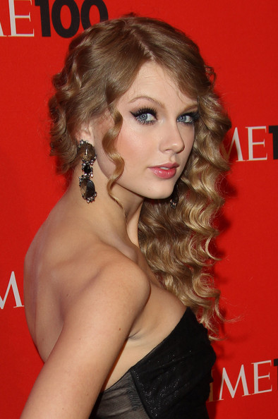 Long Curls With Bangs, Long Hairstyle 2013, Hairstyle 2013, New Long Hairstyle 2013, Celebrity Long Romance Hairstyles 2154
