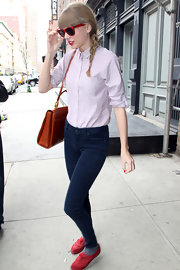 Taylor Swifts long legs looked even longer when she sported these fitted skinny jeans.