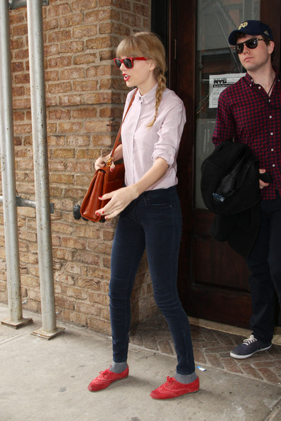 More Pics of Taylor Swift Skinny Jeans (1 of 13) - Taylor Swift Lookbook - StyleBistro