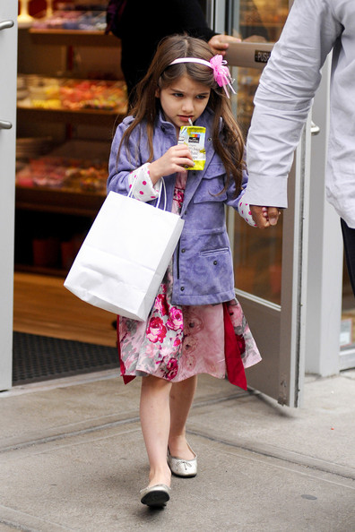 http://www4.pictures.stylebistro.com/pc/Tom+Cruise+Katie+Holmes+adorable+daughter+bmR-8p_lURxl.jpg