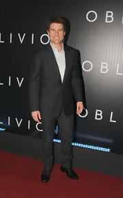 Tom Cruise opted for a basic, single-button blazer to pair with jeans for a casual but cool red carpet look.