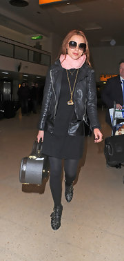 Una Healy opted for an all-black look when she paired this black leather jacket over a shift dress.