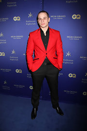 Casper Smart chose this suit with a candy apple red blazer with black trim for his cool look while out in Las Vegas.