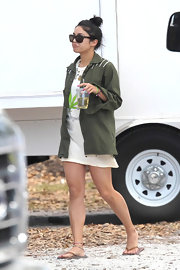Vanessa was casual in brown flip flops.