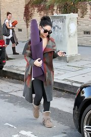 Vanessa got bundled up after yoga in this thick blanket cardigan and gray leggings.