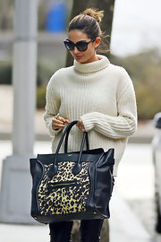 Lily Aldridge made her casual ensemble so much chicer with this leopard-print Celine Luggage tote.