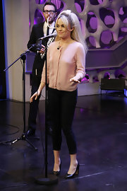 Duffy dons a sweet pink cardigan with black capris for her appearance on a Spanish sitcom.