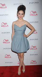 Alison Brie chose sweet silver platform peep-toes with bow adorned toes for the Wella launch at Pipino 57.