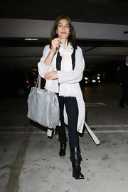 Teri Hatcher paired her casual black-and-white street wear with a gray leather tote.