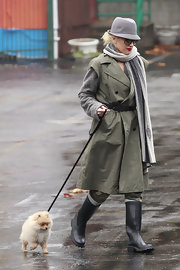 Gwen Stefani shielded herself from the rain in a gray fedora while running errands in Los Angeles.