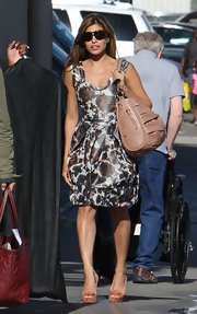 Eva Mendes paired her Atwood pumps with a Fall 2010 shoulder bag.