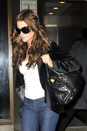 Denise Richards paired her velvet blazer and classic jeans with a leather shoulder bag. Whether she's traveling or on the red carpet, Denise always looks stylish.