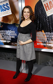 A pregnant Alyssa Milano wore pointy black leather pumps to the 'Hall Pass' premiere.