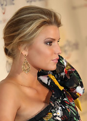 Jessica Simpson showed off a pair of unique earrings while attending the Operation Smile benefit gala.