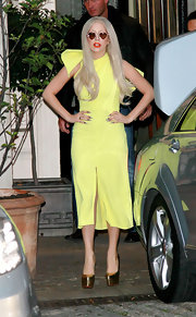 Lady Gaga topped off her pale yellow dress with gold platform pumps.