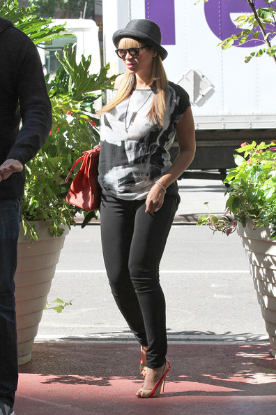 b460a24cb92 More Pics of Beyonce Knowles Straw Hat (5 of 6) - Casual Hats Lookbook -  StyleBistro