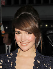 Rose Bryne pulled her hair up in classic French twist. Side swept bangs and helped frame her darling look.