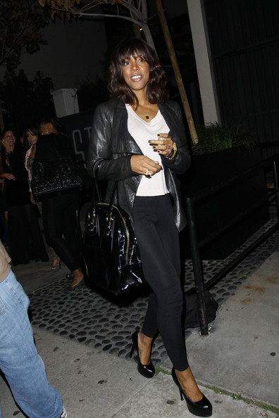 More Pics of Kelly Rowland Patent Leather Tote (1 of 8) - Patent Leather Tote Lookbook - StyleBistro