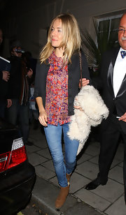 Sienna Miller gave her casual attire a girlish look with a sweet floral print blouse.